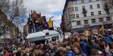Corona-Gegner protestieren in Stuttgart