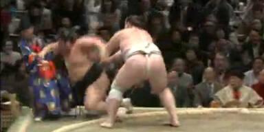 Sumo-Kampf-Schiri bewusstlos geschlagen