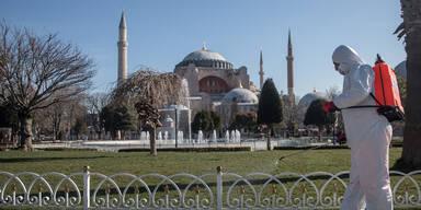 Nach Lockerungen: Corona-Explosion in der Türkei