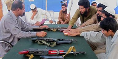 Taliban wollen Fluthelfer angreifen