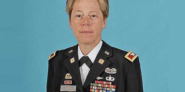 Erstmals offen lesbische Generalin in US-Armee