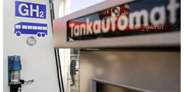 Tankstellen-Dieben ging auf der Flucht Sprit aus