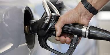 Tanken an Autobahntankstellen kann teuer werden