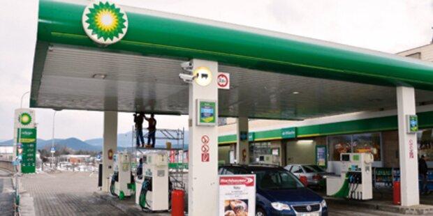 2 Räuber überfielen Tankstelle mit Pistole