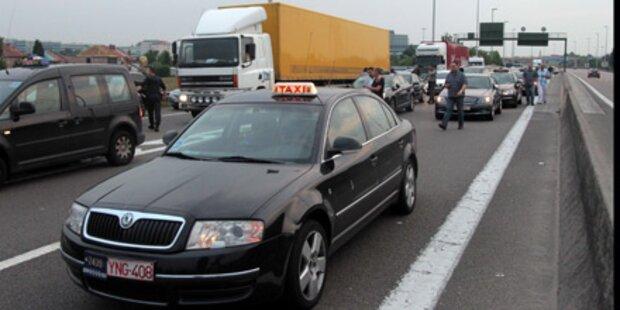Taxifahrer blockieren Brüsseler Flughafen