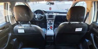 Erste Taxis haben Plexiglas-Trennwände