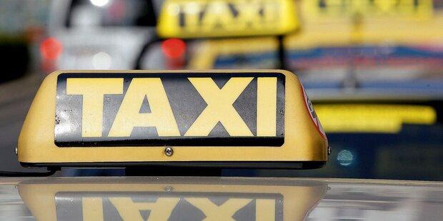 19-jähriger Alkolenker kollidierte mit Taxi: Fahrerflucht