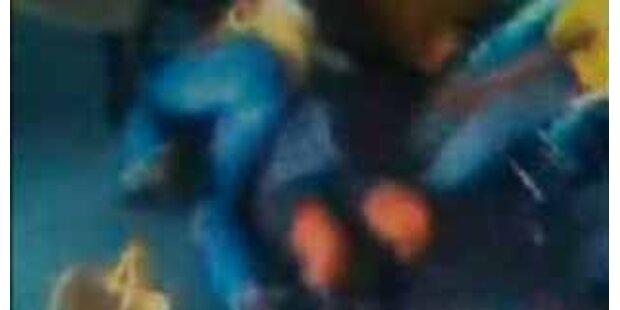 US-Schülerin prügelt auf Lehrerin ein