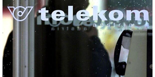 Telefonzellen mit Feuerwerkskörpern zerstört