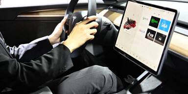 """Gefährliche Mängel bei Teslas """"Autopilot"""" entdeckt"""