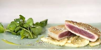 Thunfisch lässt sich im Backofen fertig dünsten