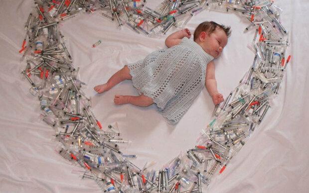 Darum liegt dieses Baby in einem Spritzenherz