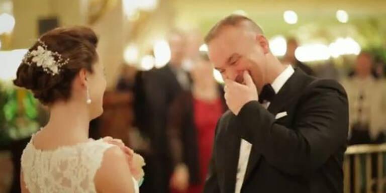 So rührend freuen sich Bräutigame