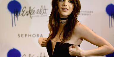 Kendall Jenner im schwarzen Zweiteiler