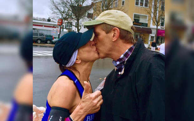 Marathon-Läuferin sucht ihren Knutschpartner