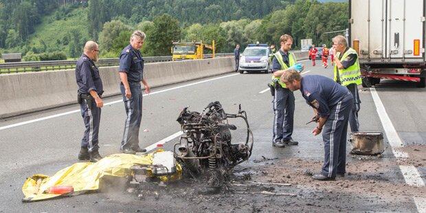 Tödlicher Unfall auf A1: Motorradfahrer verbrannt