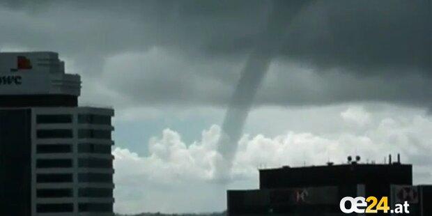 Seltener Wasser- Tornado in Auckland