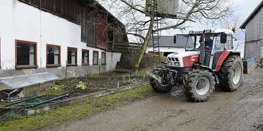 91-Jähriger überschlug sich mit Traktor - tot