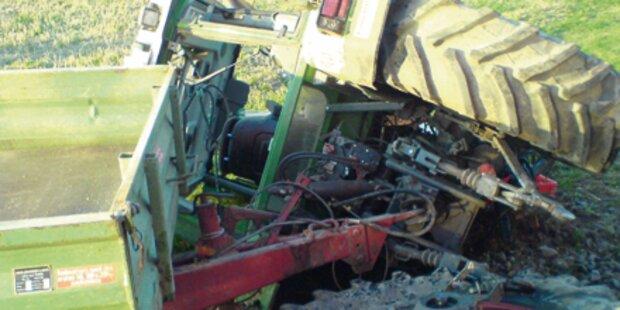 Traktor  stürzt 150 m über Hang - Bauer tot