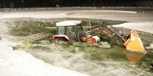 Traktor stürzte in Teich