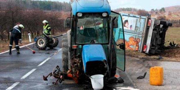 Traktor bei Crash zerrissen