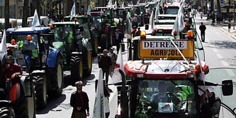 Traktorenreihen im Zentrum der Metropole