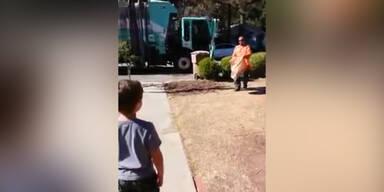 Müllmann gibt autistischem Kind Geschenk