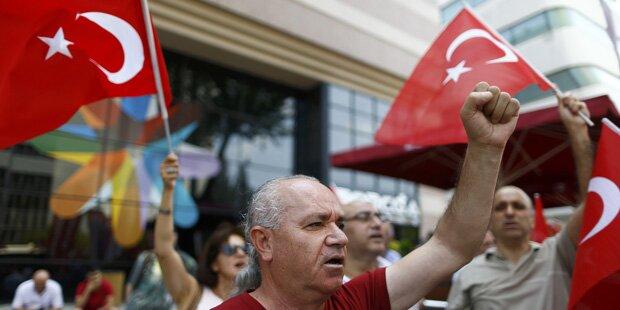 Türkei: Weitere 15.000 Beamte suspendiert