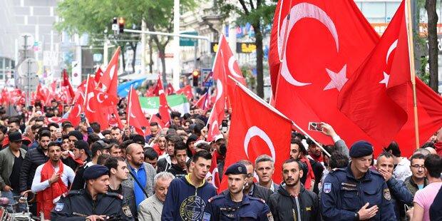 Entsetzen über türkische Kampfparolen bei Demos
