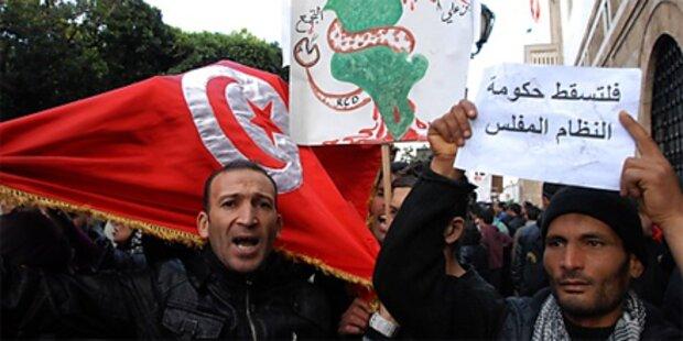 Tausende nehmen am Marsch auf Tunis teil