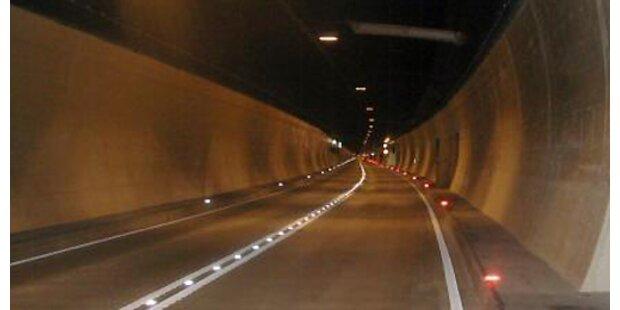 Zwei Unfälle in Vorarlberger Tunnel