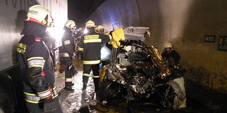 Ehepaar stirbt bei Horror-Crash in Tunnel