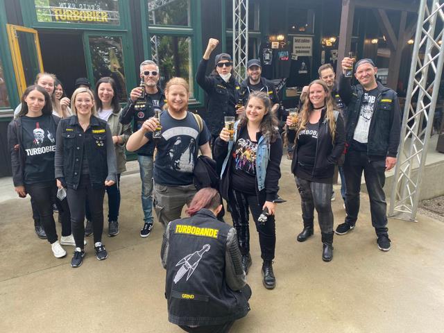 Marco Pogo mit seiner Band Turbo-Bier unterwegs