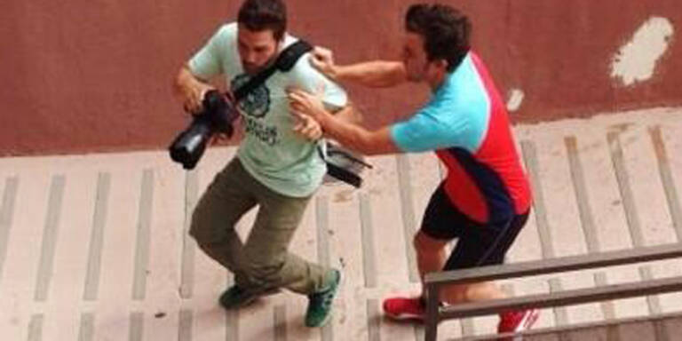 Alonso rastet wegen Fotografen aus