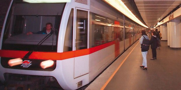 Flucht vor Polizei: Mann springt vor U-Bahn