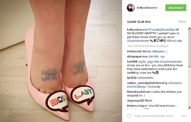 Kelly Osbourne mit Totenkopf-Tattoos