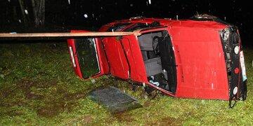 Horror-Crash in Tirol: Alter Golf mit elf Insassen stürzt 50 Meter ab