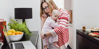 80% der Mütter fürchten um Karriere