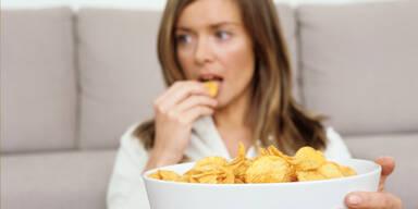 Langweiliges TV-Programm lässt uns dick werden