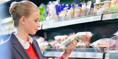 Hohe Schadstoffwerte in Fertigsalaten