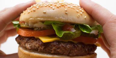 Das passiert mit einem Cheeseburger im Magen