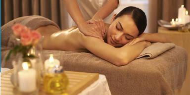 Auszeit vom Alltag mit der Kerzenwachs-Massage