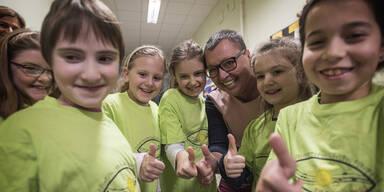 BM Oberhauser singt mit Kindern gegen Krebs
