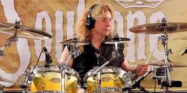 Ex-Guns-N'-Roses-Schlagzeuger rammt sich Messer in den Bauch