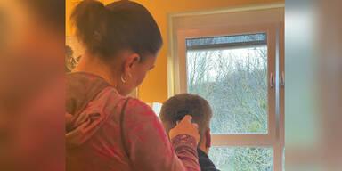 Innenminister lässt sich von seiner Frau die Haare schneiden
