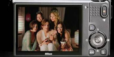 Ashton Kutcher wirbt für Nikon