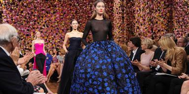 Raf Simons debütiert mit Dior Haute Couture