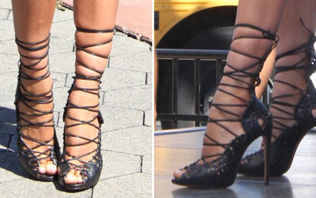 Was tut dieses Model bloß ihren Füßen an?