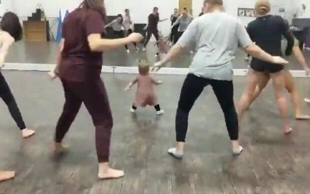 Baby wird zum Fitness-Trainer