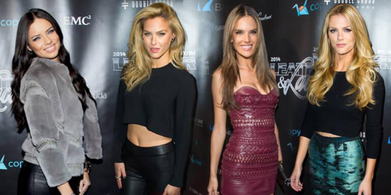 Models heizten Superbowl-Party auf